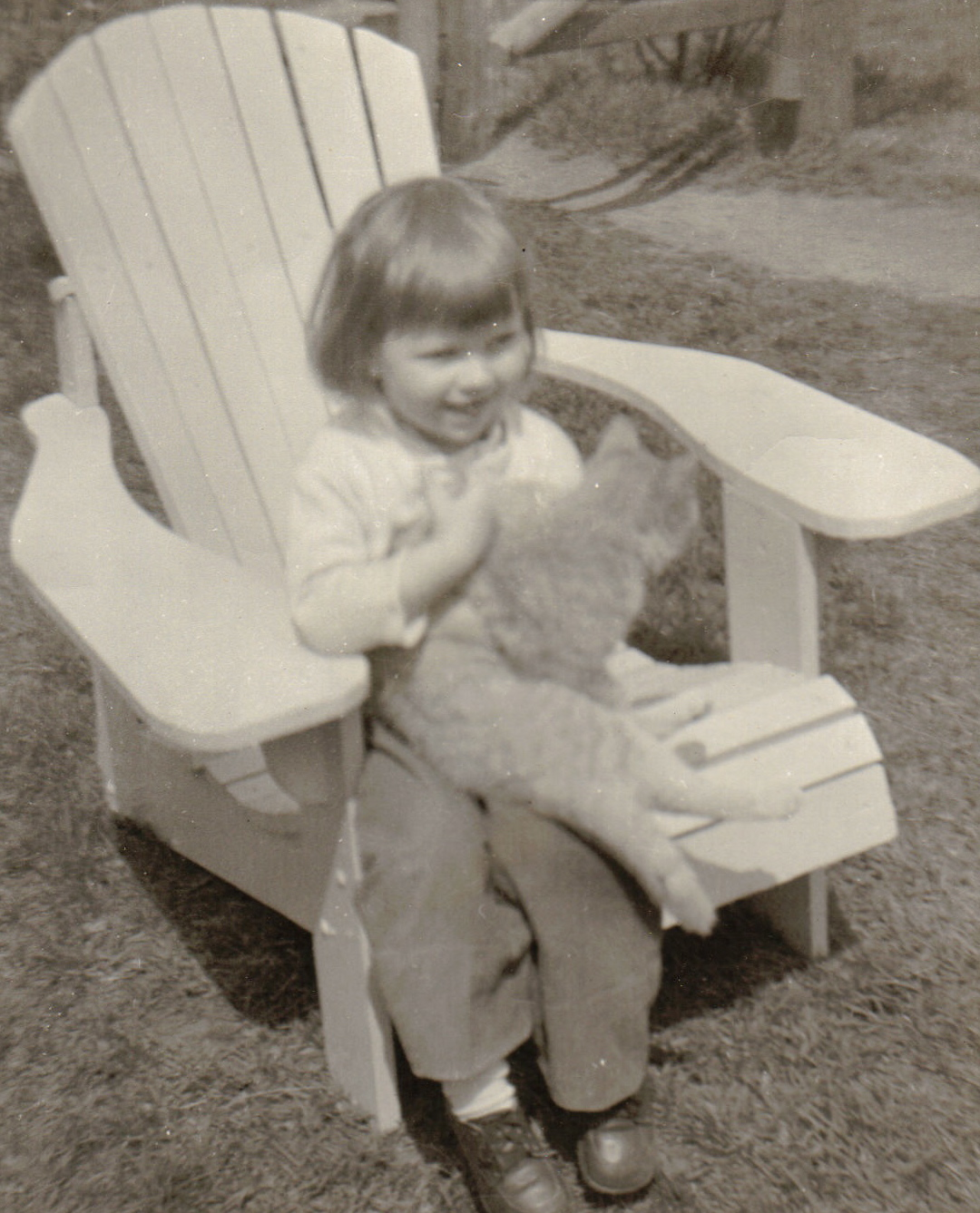 Donna-as-child-with-cat-on-lap1